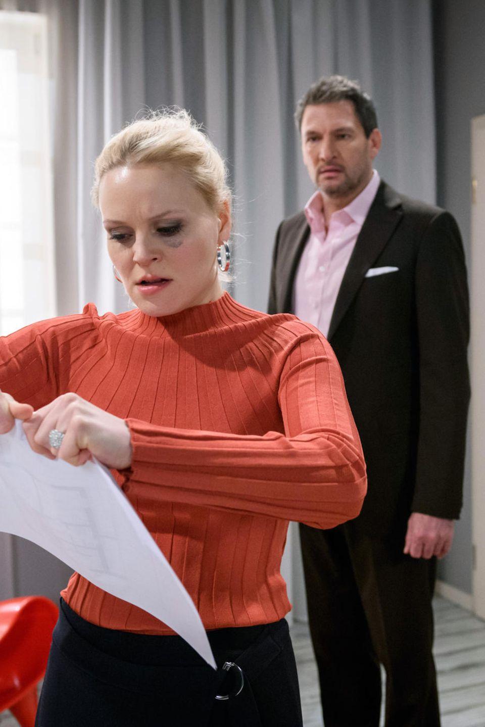 """""""Sturm der Liebe"""": Annabelle (Jenny Löffer) ist aufgebracht. Christoph (Dieter Bach) versucht, sie zu beruhigen. Folge 3132 wird voraussichtlich am Mittwoch, den 24. April 2019 ausgestrahlt."""