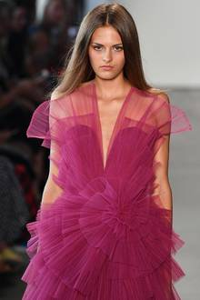 Trendfarbe Pink Peacock bei Pamella Roland.
