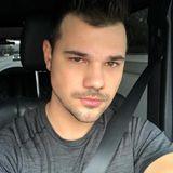 """Taylor Lautner wie Fans ihn lieben: Der """"Twilight""""-Star ist zwar nie so wirklich glattrasiert, sein Gesicht wirkt aber trotzdem gepflegt."""