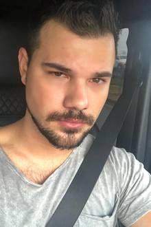 Die zweite Version zeigt deutlich mehr Haarwuchs im Gesichtsbereich. Über Instagram hat Taylor Lautner seineFans vor die Wahl gestellt – Dreitagebart oder die haarige Alternative. Welches ihnen wohl eher zusagt?