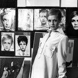 """Das britische Model und It-Girl Twiggy, 1949 als Leslie Hornby geboren,ist bis heute einer der größten Ikonen, wenn es um die Swinging Sixties in London geht. Mit superdünner Figur, großen Puppenaugen und oft kurzen Haaren war sie auf unzähligen Covern zu sehen, auch auf dem des Magazins """"Stern"""" (links oben). Aber wie sieht das """"Zweiglein"""" heute aus?"""