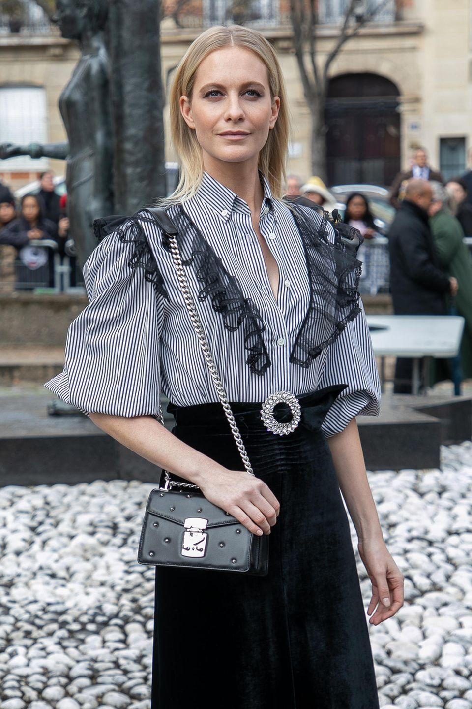 Heutzutageist Poppyimmer noch begeisterte und einflussreiche Fashionista, die auf keiner Fashion Week und in keiner Front Row fehlen darf.