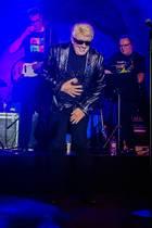15. März 2019  Mit 80 ist Schluss - Heino geht auf Abschiedstournee und gibt jetzt auf der Bühne nochmal alles. Nach Ankündigung seines Karriereendes verbreitetHeino bei seinem Konzert im LKA-Longhorn in Stuttgart nochmals richtig gute Stimmung. Und hochkarätige Gäste wie Dieter Hallervorden sind auch im Publikum.