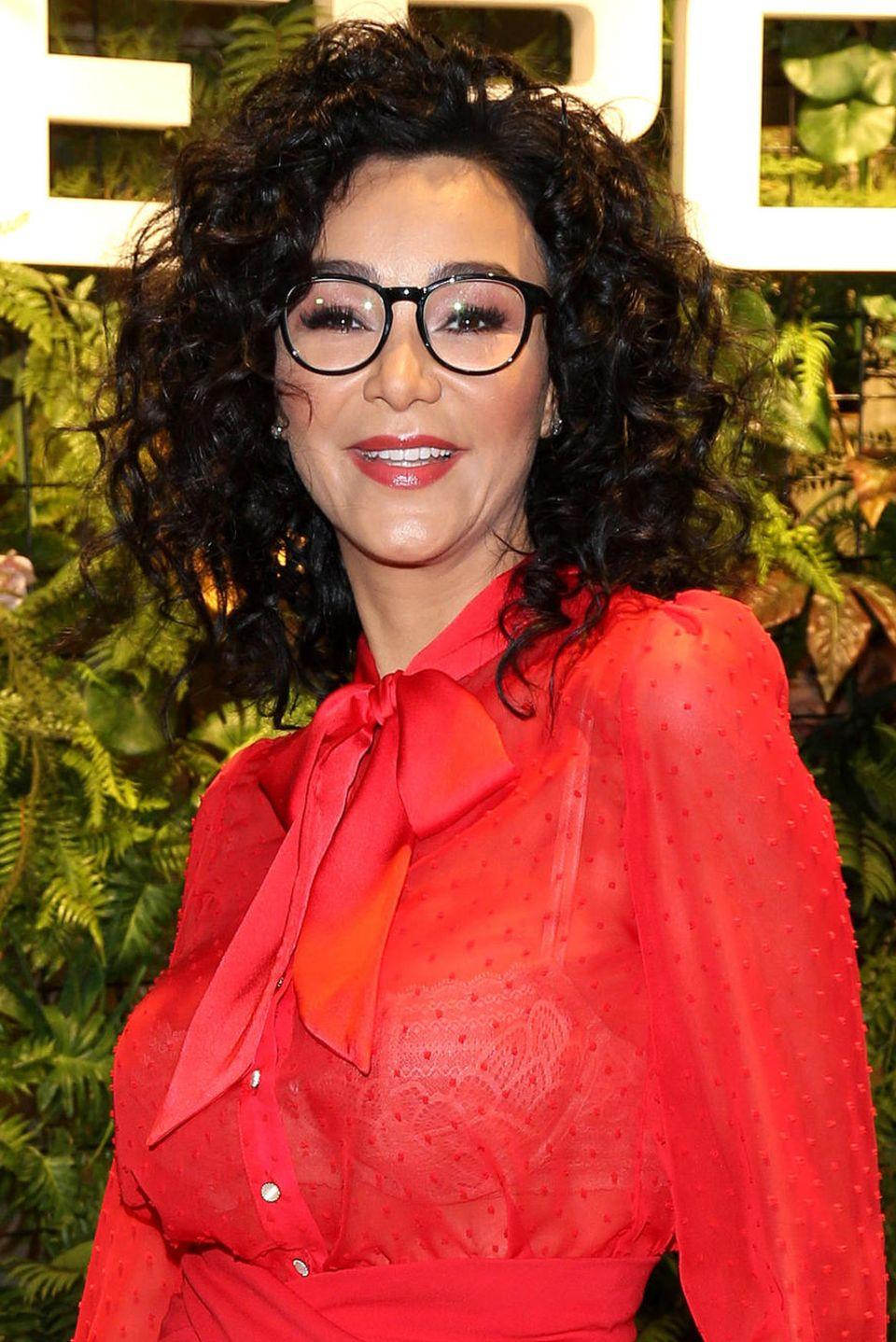 Verona Pooth erfindet sich neu: Neuerdings sieht man sie immer häufiger mit dieser Brille mit dem markanten schwarzen Rahmen.