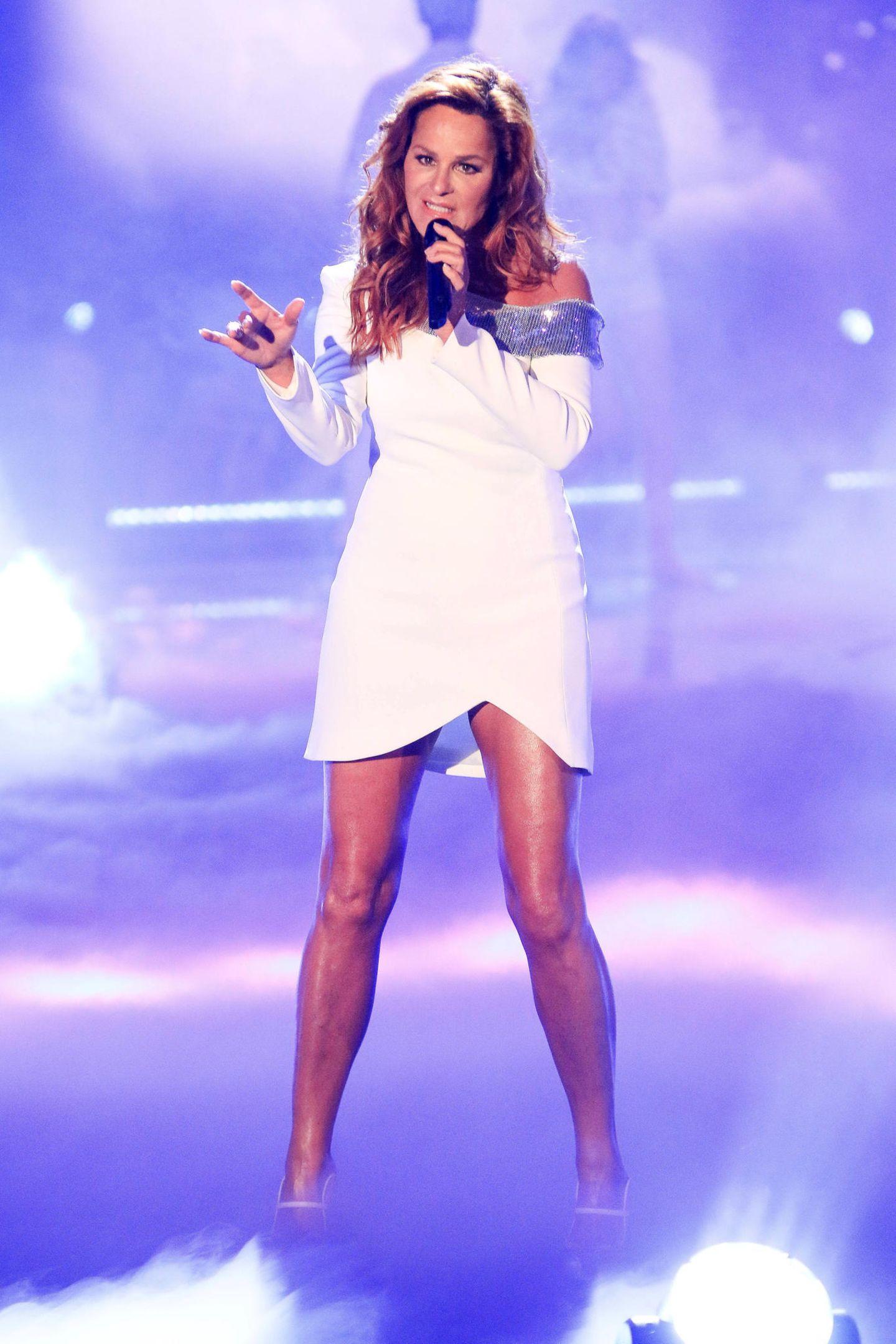 In einem weißen Minikleid gewährte Berg den ein oder anderen sexy Blick auf ihredurchtrainierten Beine. Wäre das Kleidchen noch kürzer, wäre das Mode-Malheur sicherlich vorprogrammiert.