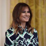 In einem geometrisch gemusterten Wickelkleid von Diane von Fürstenberg nimmt Melania Trump am Empfang zu Ehren des irischen Premierministers Leo Varadkar im Weißen Haus teil.