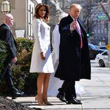 Blütenrein ist das Outfit von First Lady Melania Trump beim Gottesdienst am St. Patrick's Day. Ein wenig mehr modische Aufmerksamkeit hätte sie dem irischen Feiertag jedoch schenken können - traditionell trägt man an diesem Tag nämlich Grün.