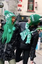"""""""Stay lucky!"""" Die Topmodels Josephine Skriver und Jasmine Tookes sind extra in Irlands HauptstadtDublin gereist, um den grünen Feiertag zu begehen. Farblich passend selbstverständlich!"""