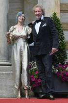 Thea und Thomas Gottschalk  Diese Nachricht kommt überraschend: Thomas Gottschalk und Ehefrau Thea Gottschalk haben sich nach 43 gemeinsamen Ehejahren getrennt.Trotz der Trennung wollen sie als Familie zusammenstehen und füreinander da sein.