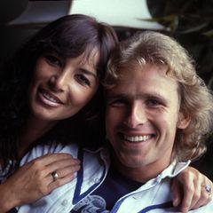Thea und Thomas Gottschalk heirateten 1976, nachdem sie sich 1972 bei einem Ball in München kennenlernten. Der beliebte Fernsehmoderator und seinefünf Jahre ältere Ehefrau gaben jetzt - nach 42 Jahren Ehe - ihre Trennung bekannt. Dieses Foto zeigt die beiden 1978in - für ihre Verhältnisse - schlichten Outfits. Das Paar teilte eineVorliebe für schrille Looks, auf dem roten Teppich, wie auch privat.