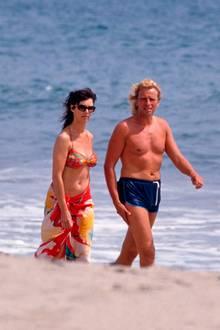 Thea und Thomas Gottschalk am Strand von Malibu, Kalifornien. In den 90er Jahren zog es die Familie mit ihren zwei Söhnen nach Amerika, wo diese abseits vom Medientrubel in Deutschland aufwachsen sollten.