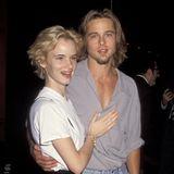 Von 1990 bis 1993 sind Brad Pitt und Juliette Lewis ein Paar. Auf dem roten Teppich passen sie optisch extrem gut zusammen. Beide tragen ihre blonden Haare gerne nach außen geföhnt und mit leichtem Volumen am Ansatz.