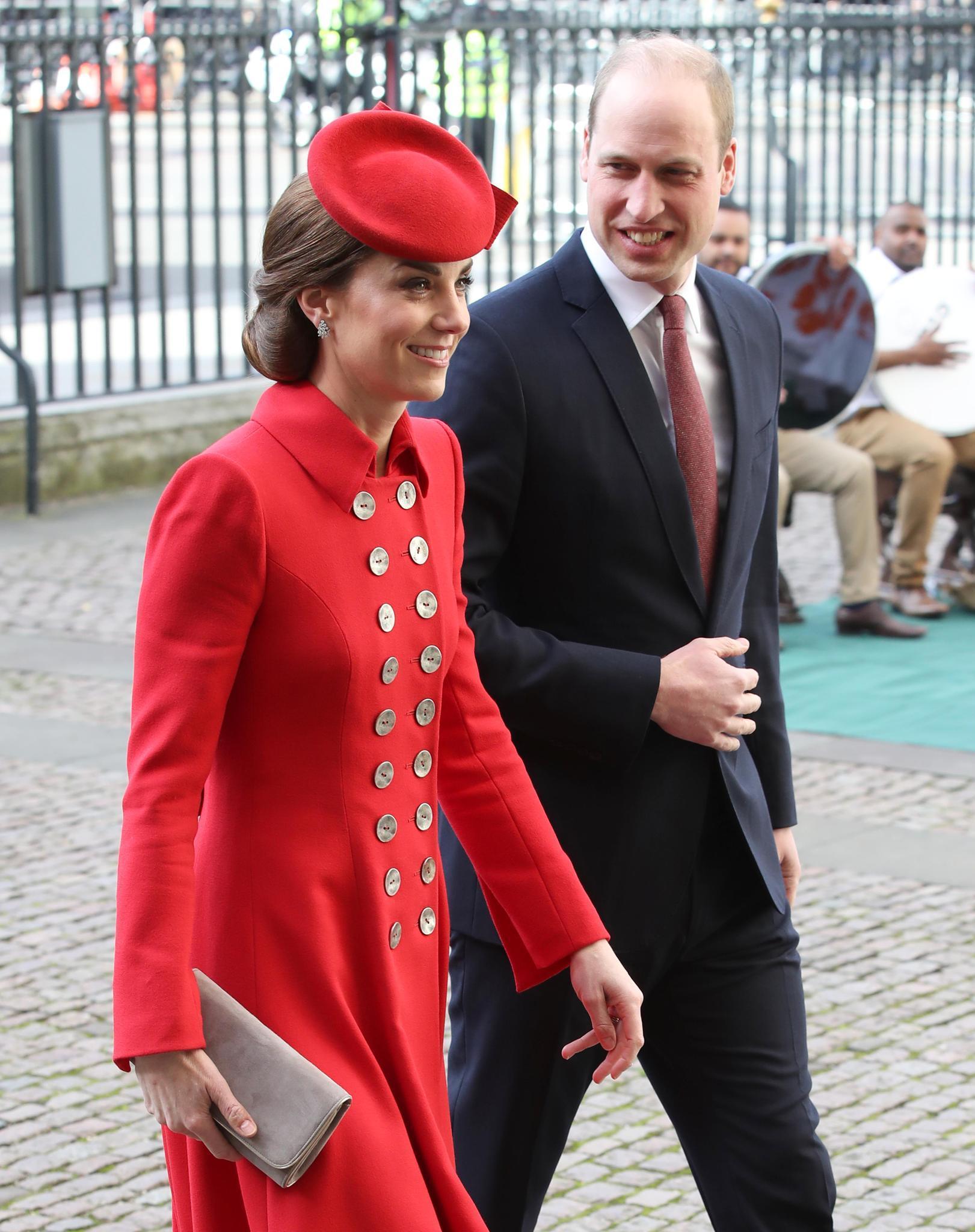 Lange hat Herzogin Katesich gegen den Palast als Hauptwohnsitz gewehrt. Mit Prinz Williamund den Kindern George, 5, Charlotte, 3, und Louis, elf Monate, lebt sie mittlerweile gerne in ihrer 20-Zimmer- Wohnung.