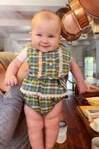 2019  Das musste Mama Kate Hudson einfach teilen: Mit passendem Outfit grinst die süße Rani zum St. Patricks Day in die Kamera.