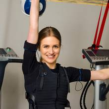 "Redakteurin Tabea testet das EMS-Training im ""Trainingsraum"" in Hamburg"