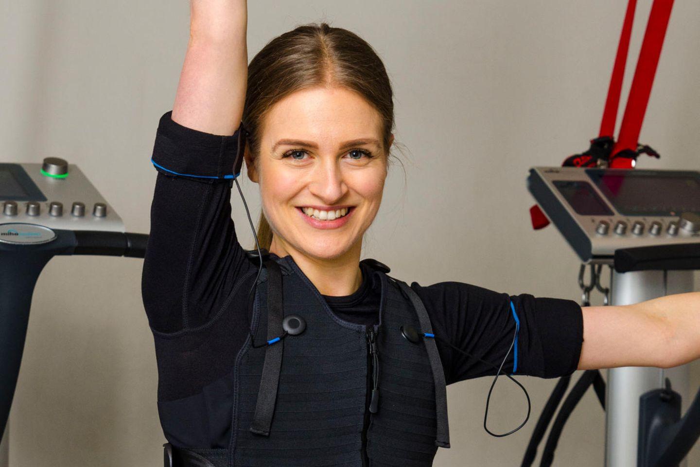 "Redakteurin Tabea testet das EMS-Training im ""Trainingsraum"" in Hamburg"