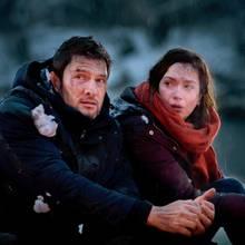 """""""Sturm der Liebe"""":Christoph (Dieter Bach, l.) und Eva (Uta Kargel, r.) werden von einem Geräusch aus dem Wald erschreckt (Folge 3136, voraussichtliche Ausstrahlung am 30. April 2019)."""