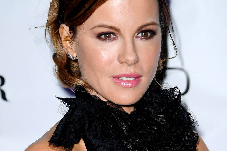 Kate Beckinsale Ruhrendes Posting Am 40 Todestag Ihres Vaters