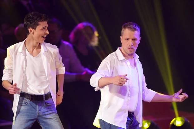 Lukas Rieger und Oliver Pocher geben beim Salsa alles.