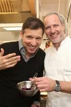 """18. März 2019   Moderator Andreas Türck gehört zu den rund 100 Kulturfreunden, Gourmets, Musikbegeisterten und """"Freunden des guten Geschmacks"""", die an derder Küchenparty auf Sylt teilgenommen haben."""