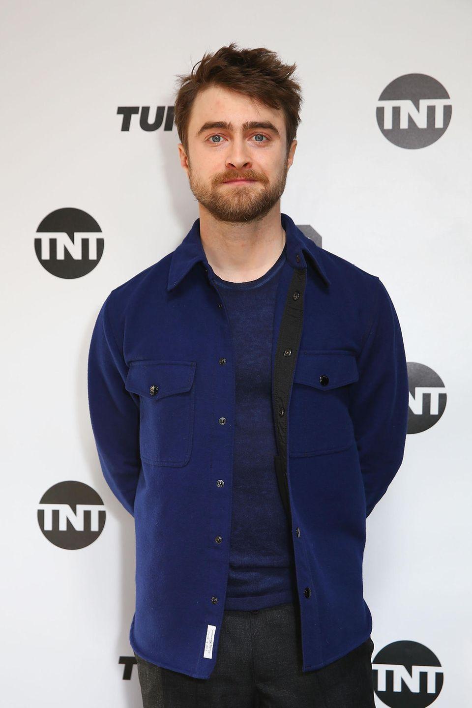 """Hinter dem Haarhorror versteckt sich """"Harry Potter""""-Star Daniel Radcliffe. """"Wenn Harry zu Hagrid wird"""", steht zu dem Foto treffend geschrieben."""