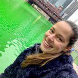 """""""Keiner feiert den St. Patricks Day wie Chicago"""", postet Ana Ivanovic. Die Großstadt färbt den Chicago River zum Gedenktag traditionell grün ein."""