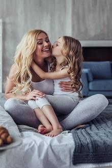 Ideen zum Muttertag, Muttertagsgeschenk, Mutter und Tochter