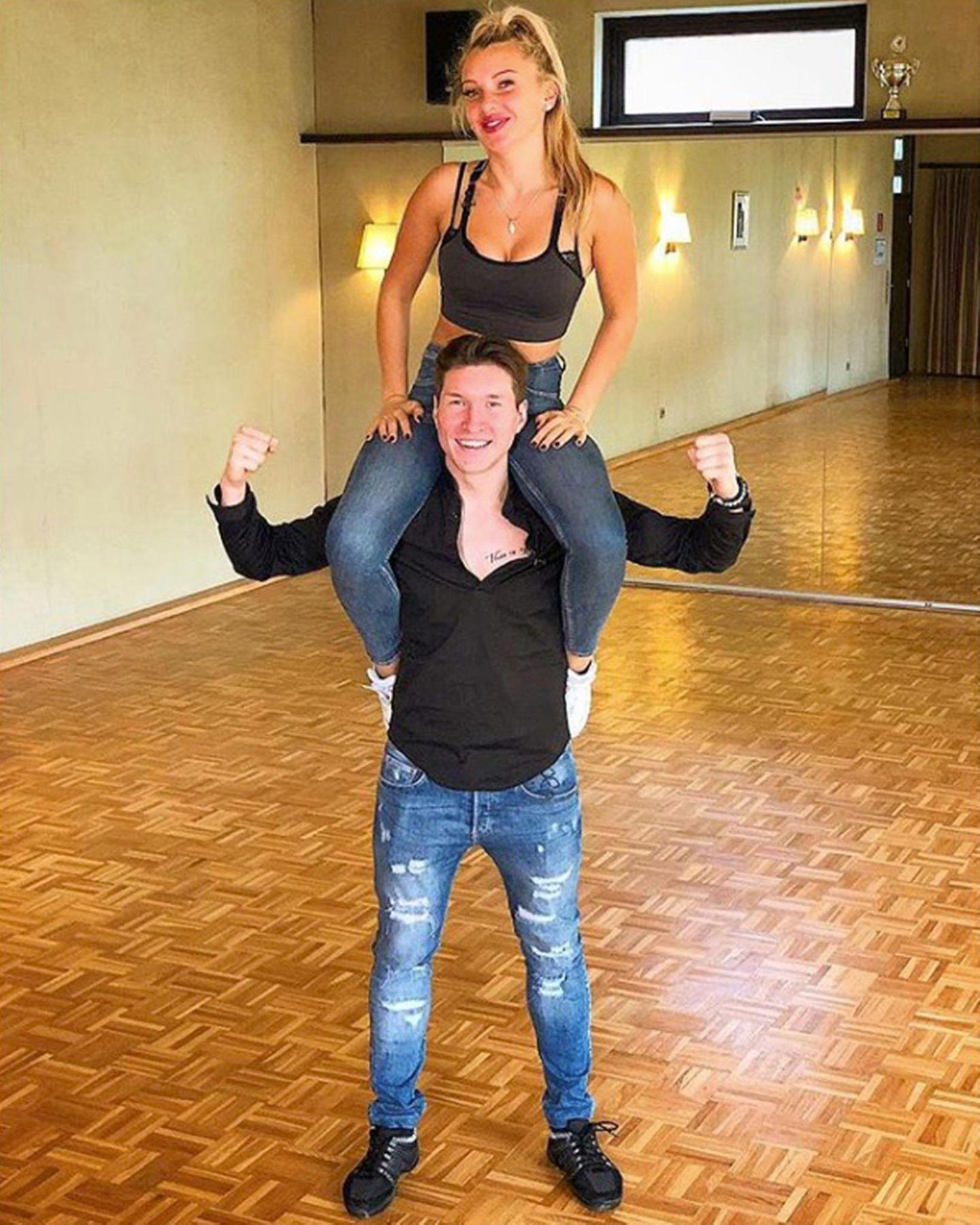 Evelyn Burdecki undEvgeny Vinokurov, kurz Team EvEv ist ebenfalls bereit für die zweite Show.