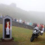 Regen hängt über den Brimstone Hill Fortress National Park, demCharles und Camilla auch einen Besuch abstatten.