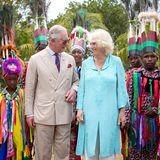 Prinz Charles und Herzogin Camilla werden am Haus des Generalgouverneurs auf der KaribikinselNevis willkommen geheißen.