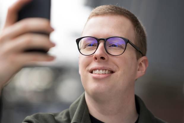 Die Korrekturbrille mit Blaufilter-Beschichtung wurde zum Test freundlicherweise von Mister Spex zur Verfügung gestellt.