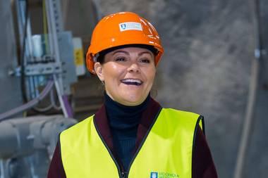 22. März 2019  Die Kronprinzessin ist halt ein echter Profi, was Termine angeht. Ob Kläranlage besuchen oder Bombe zünden, Victoria verbreitet immer gute Laune.