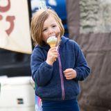 23. März 2019  Mia Schleckermaul! Zara und Mike Tindalls süße Tochter lässt sich bei fast frühlingshaften Wetter das Eis in der Waffel schmecken.