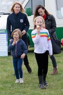 23. März 2019  Zusammen mit ihren Cousinen Savannah, Isla und Tante Autumn Philipps besucht der kleine Royal dieGatcombe Horse Trials, wo die Kids ordentlich rumtoben und Spaß haben können.