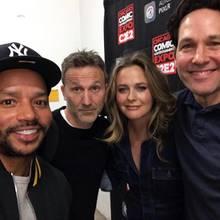 """Rollin' with the homies...  Bei der Comic- und Entertainment-Messe """"C2E2"""" in Chicago haben sich Donald, Breckin, Alicia und Paul jetzt wieder getroffen, und ein Selfie für die vielen """"Clueless""""-Fans da draußenist natürlich Pflicht!"""