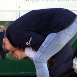 23. März 2019  Energiebündel Mia ist einfach nicht müde zu kriegen. Vielleicht hilft ja eine Kuschelattacke von Mama Zara, die bei demn Horse Trials im Gatcombe Park selbst gerade noch auf dem Pferd saß.