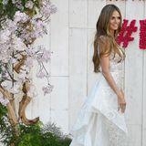 2018präsentierte sich Heidi Klum bereits in einem wunderschönen Brautlook. Während der Filmfestspiele in Cannes strahlte das Model in einer traumhaften Robe von dem libanesischen Designer Zuhair Murad. Ob Heidi Klum für ihre Hochzeit mit Tom Kaulitz ein ähnliches Design wählen wird?