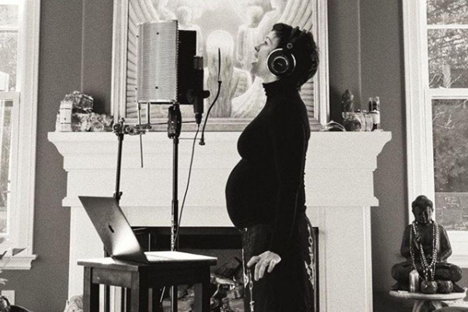 Alanis Morissette, Babybauch