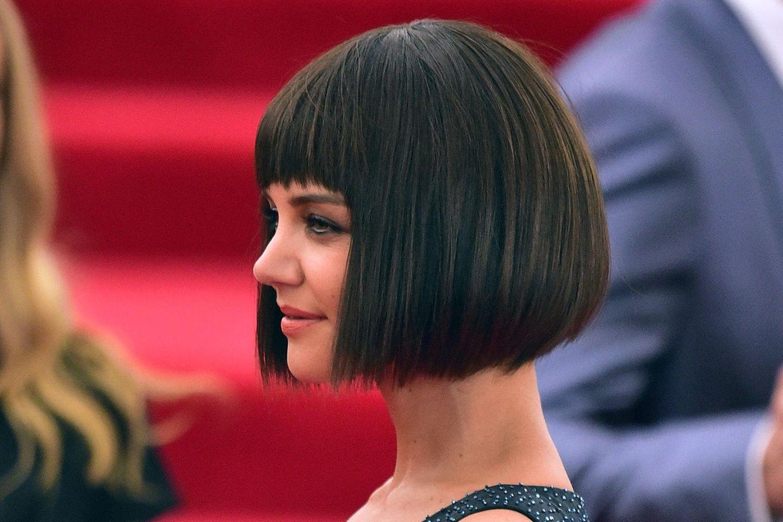 Der Pagenschnitt, wie von Schauspielerin Katie Holmes getragen, erinnert stark an KöniginKleopatra und das AlteÄgypten.