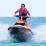 Zusammen mit ihrer Schwägerin-in-spe, Priyanka Chopra-Jonas, leistet sie sich ein cooles Rennen. Beide sehen nicht nur extrem cool aus...