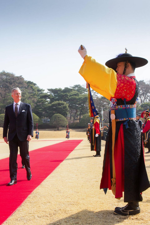 26. März 2019  König Philippe wird mit einer feierlichen ParadevonPräsident Moon Jae-in willkommen geheißen.