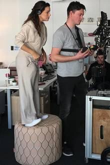 Die kleinen Menschen unter uns teilen das Schicksal von Eva Longoria, für vieles nicht groß genug zu sein. Die Schauspielerin muss einen Hocker zur Hilfe holen, um die Ergebnisse eines Videodrehs sehen zu können – und erheitert damit ihre Instagram-Follower.