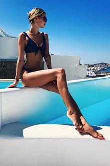 Bis heute ist Darya Strelnikova eine Bade-Nixe und zeigt sich auf Instagram gerne am kühlen Nass. Im wahren Leben tauscht sie den Wassertank jedoch gegen einen Pool ein. Verständlich!
