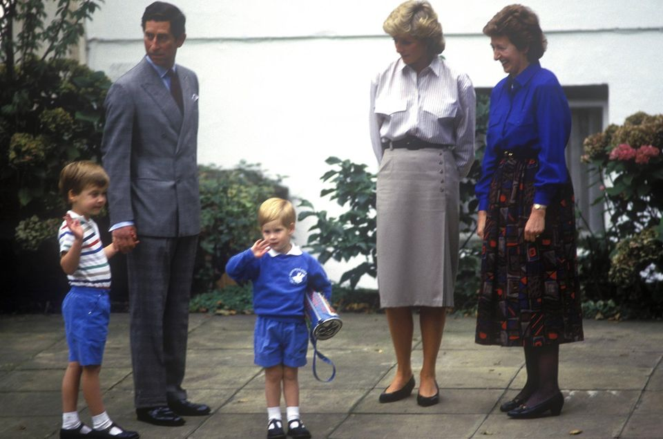 Prinz William, Prinz Charles, Prinz Harry, Prinzessin Diana, Kindergartenleiterin Jane Mynors