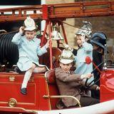 Prinz William, Peter Philips, Prinz Harry