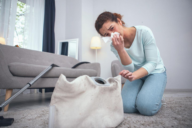 Die Hausstauballergie zählt neben der Pollenallergie zu den häufigsten Allergien in Deutschland. GALA klärt Sie über die wichtigsten Fakten auf