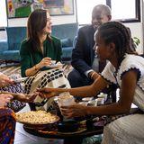 Prinzessin Mary unterhält sich beim Essen mit äthiopischen Unternehmerinnen.