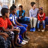 Im Norden Äthiopiens besucht Prinzessin Mary eine Flüchtlingsfamilie.