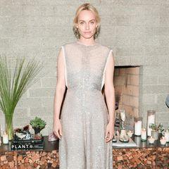 Dieses wundervolle Kleid von Amber Valetta stammt ebenfalls aus der Kollektion und ist - ganz genau - nachhaltig.