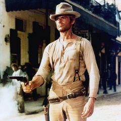 """Terence Hill, der Mann mit den strahlend blauen Augen, spielt sich als Haudegen an der Seite von Bud Spencer mit zahlreichen Filmen wie """"Vier Fäuste für ein Halleluja"""" (1971) oder """"Das Krokodil und sein Nilpferd"""" (1979) in die Herzen der Zuschauer."""